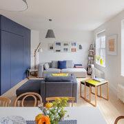 salón con armario de color