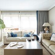 Salón con doble cortina y estores
