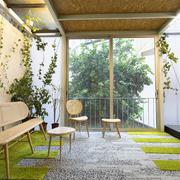 salón con fachada translúcida