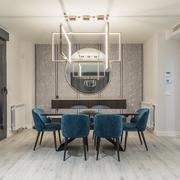 Salón con lampara de diseño y halógenos LED regulables
