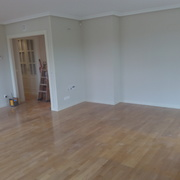 Restauración completa de un piso,retirando gotele le de las paredes.