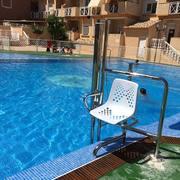 Instalación de ascensor salvaescaleras acuático para piscina en Cartagena (Murcia)