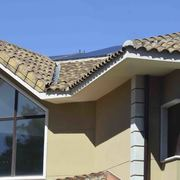 Suministro y montaje de placas fotovoltaicas sobre cubierta de tejas en la Sierra de Madrid