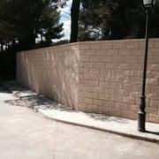 Cerramiento parcela con muro bloque visto split