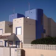 Tres viviendas unifamiliares.