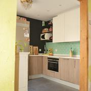 Vista de la cocina desde el comedor