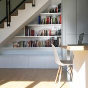 Vista del mueble a medida bajo la escalera