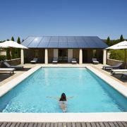 vivienda ecológica con piscina