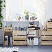 Zona de almacenamiento hecha con cajas recicladas