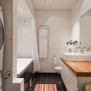 zona de lavado al lado de la bañera