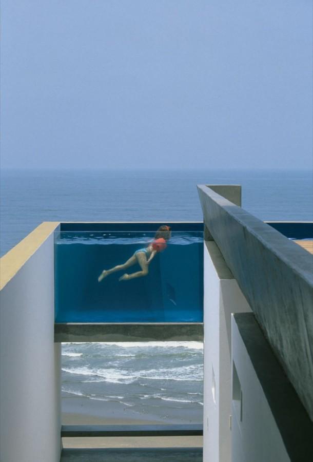 piscina integrada en el entorno