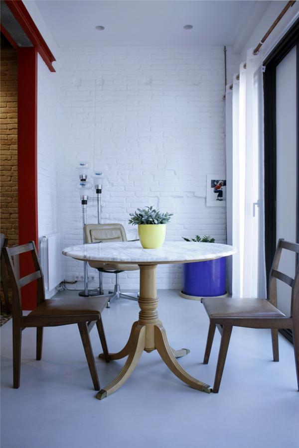 Galería con mesa