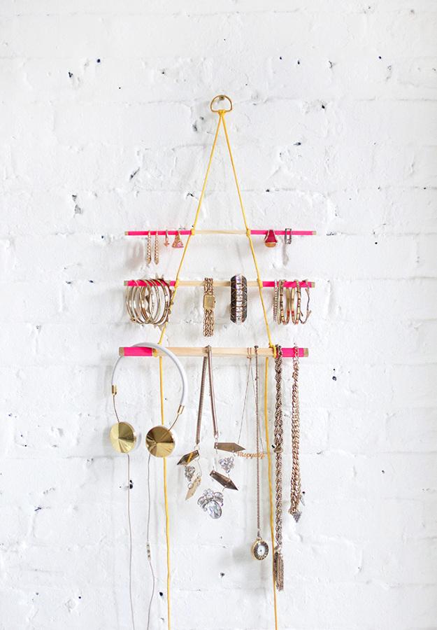 Crea tu propio colgador de pared y organiza tus collares - Colgador de collares ...
