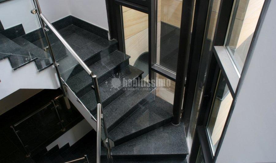Escalera de granito negro
