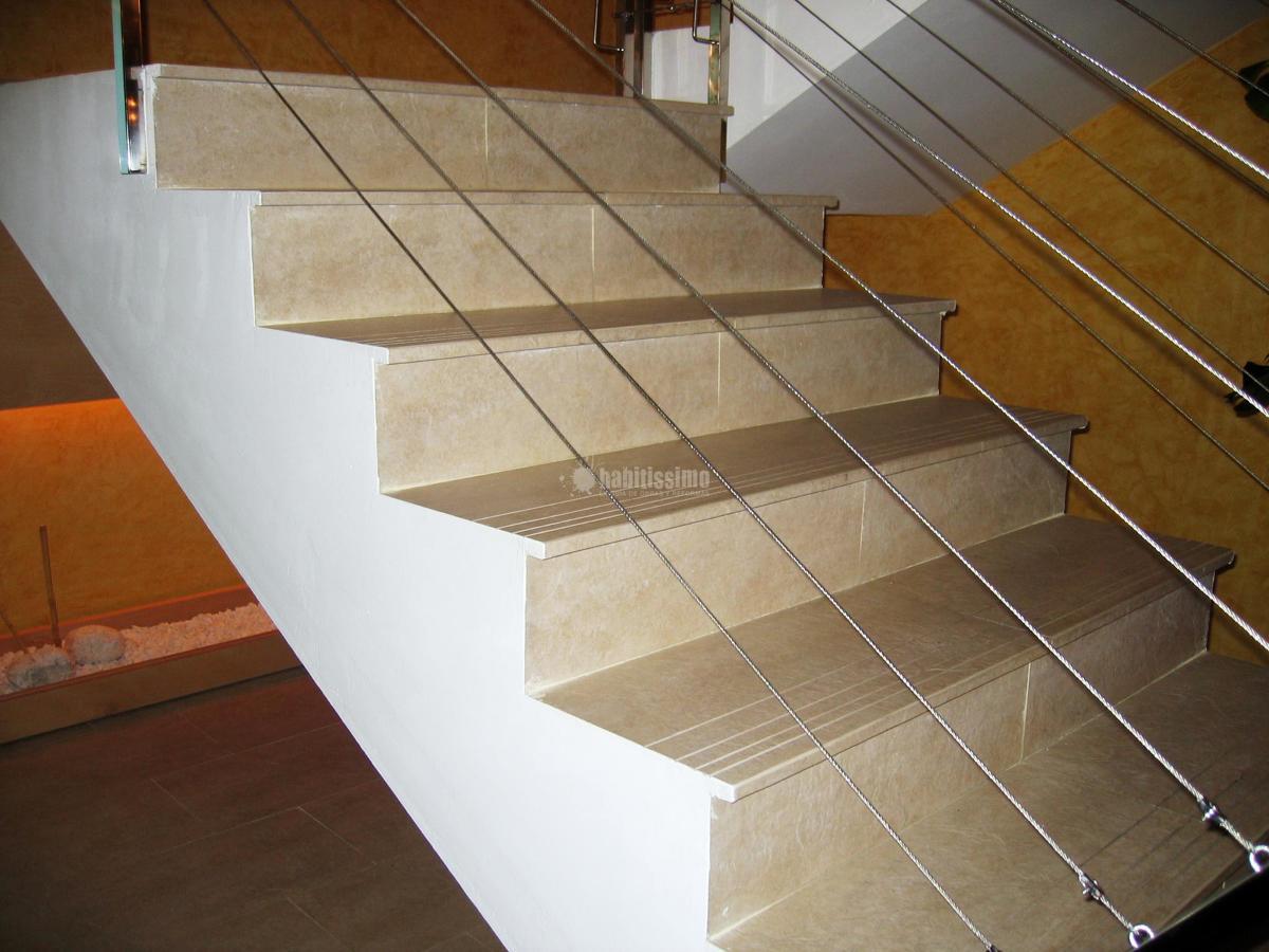 Escalera con pelda os porcel nicos ideas alba iles - Gres para escaleras ...