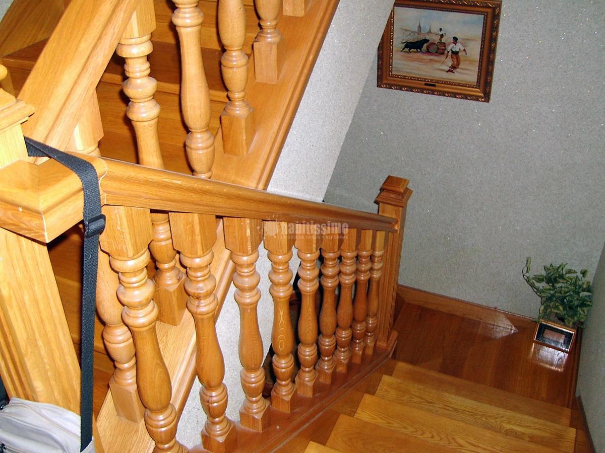 Escalera y baranda de Roble