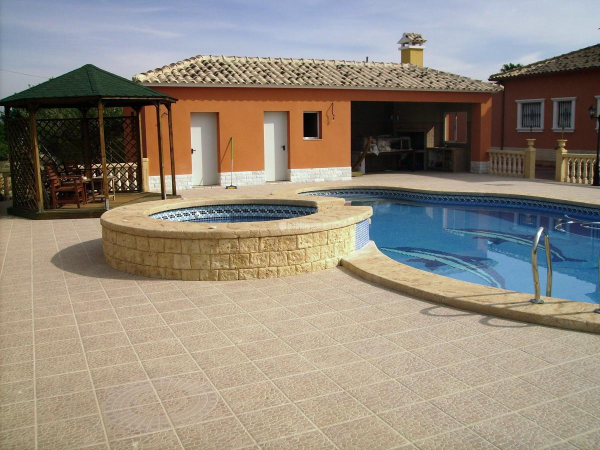 Foto construcci n de piscinas de construcciones macia for Construccion de piscinas en granada