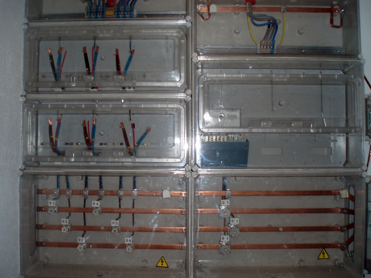 Instalación eléctrica y telecomunicaciones en edificio 5 plantas
