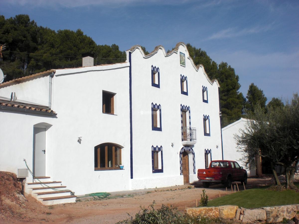 Rehabilitación y reforma de una masia en Font-rubi