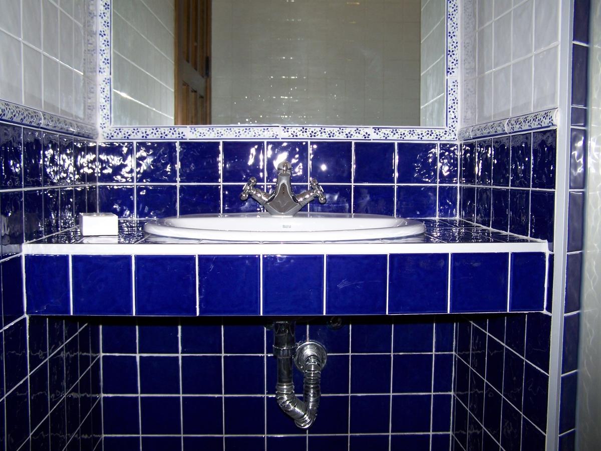 Revestimiento de ba o azul ideas alba iles for Revestimiento para banos rusticos
