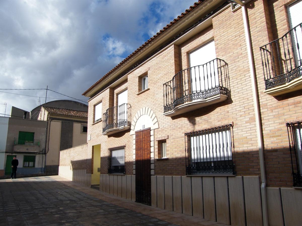 13 viviendas unifamiliares y cocheras