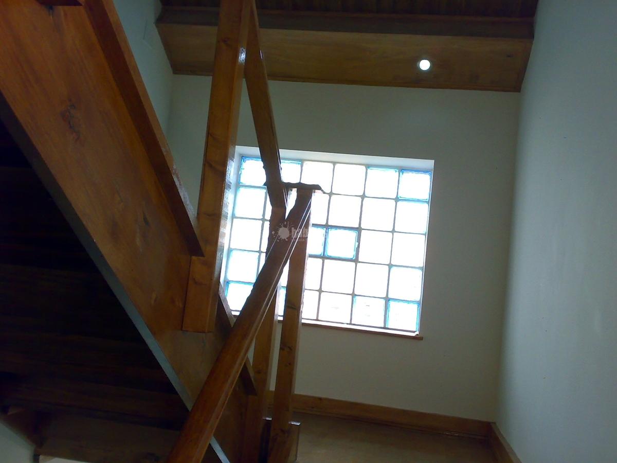 Foto reformas viviendas placas solares climatizaci n de - Escalera para buhardilla ...