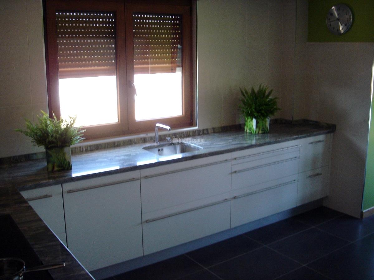 Amueblamiento cocina y baños