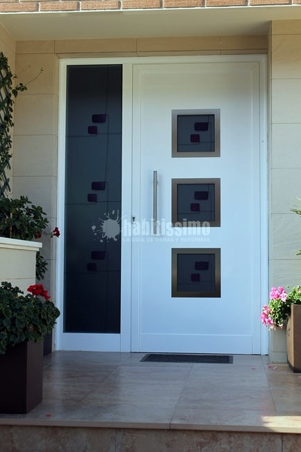 Puerta batiente de aluminio ideas carpinteros for Puertas metalicas entrada principal