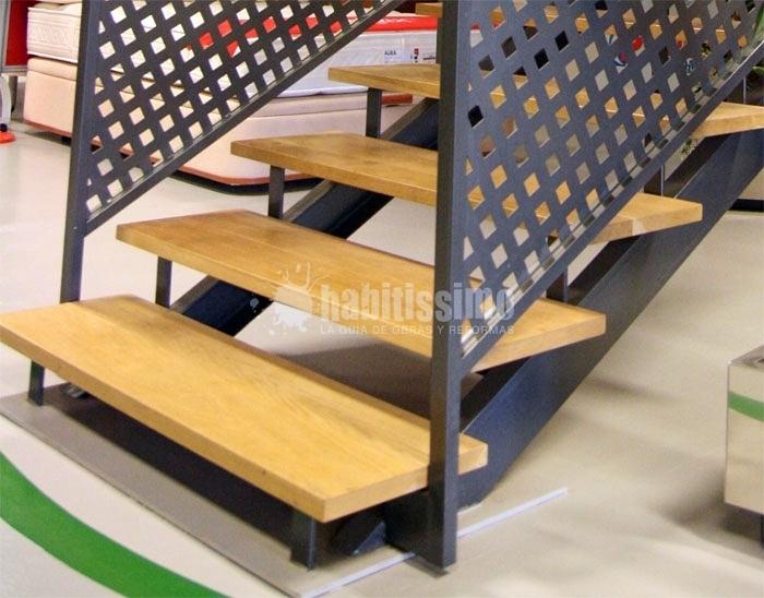 Foto escaleras de hierro de met licas hial 114259 for Escalera exterior de hierro