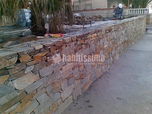 Muro piedra natural terraza restaurante ideas alba iles - Imagenes de muros de piedra ...