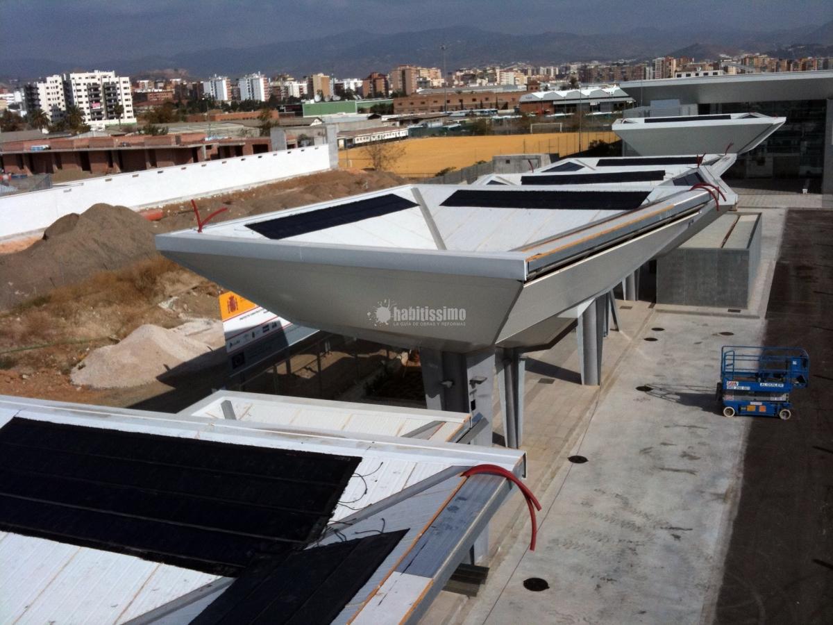Placas Solares En Apeadero De Estación AVE En Málaga
