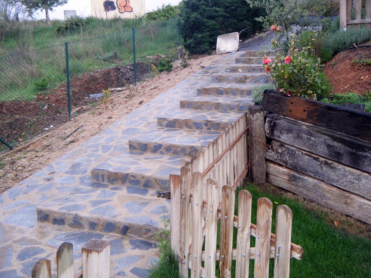 Escalera de piedra proyectos alba iles - Escalones de piedra ...