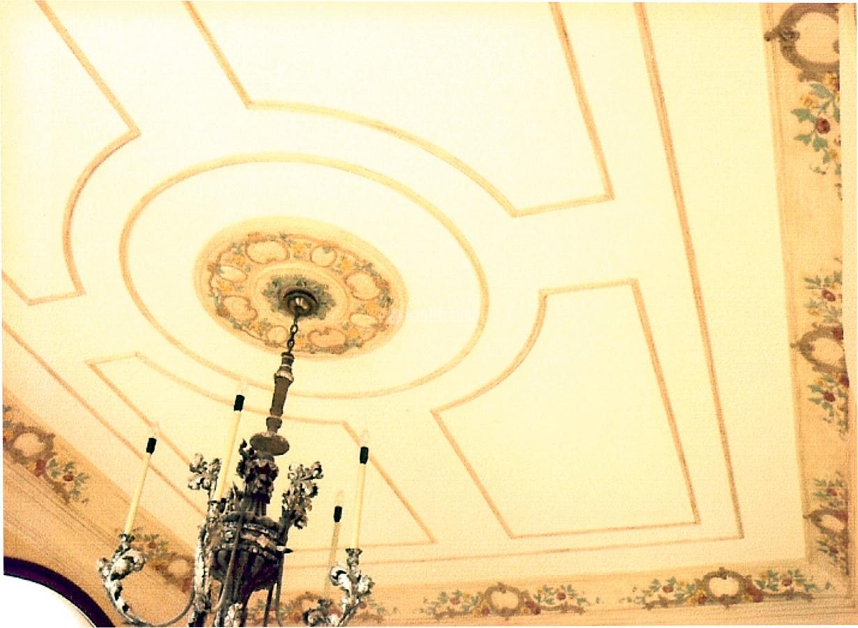 P tina de colores sobre molduras de techos ideas pintores - Precio moldura escayola techo ...