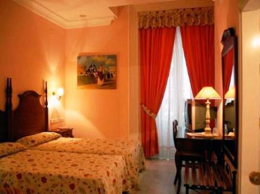 2004: Pintura Temática del Cádiz de XIX. Hotel Las Cortes,(40 cuadros para Hall y habitaciones).