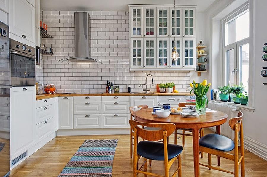 Foto cocina blanca encimera madera de decoratualma for Alfombras baratas zaragoza