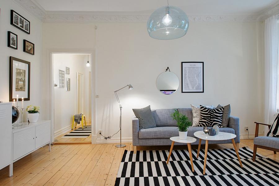 salón con alfombra a rayas
