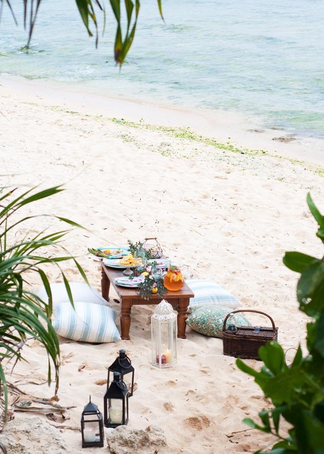 Foto mesa de picnic en la playa de marta 845822 - Decoradores en toledo ...