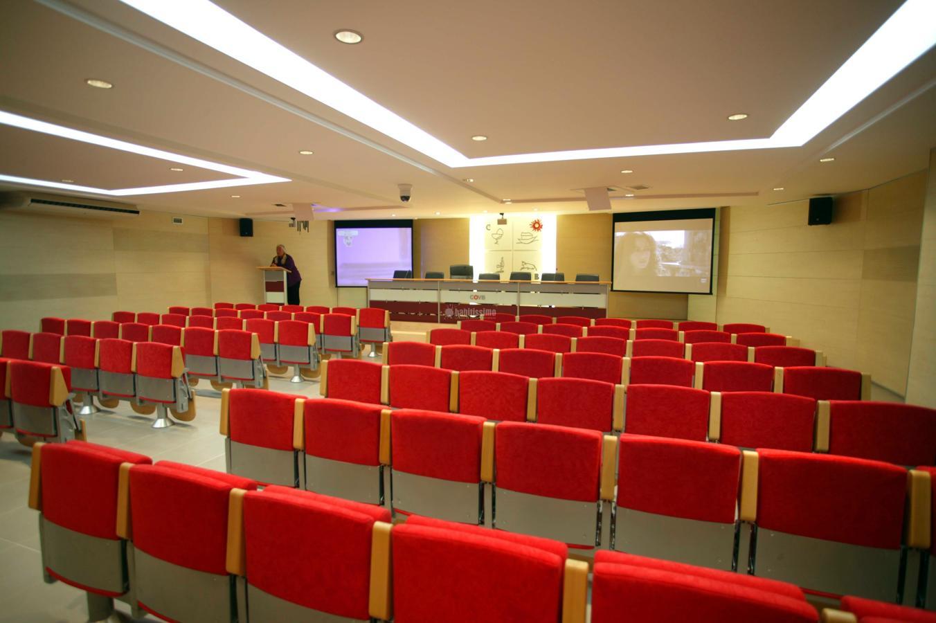 Sala actos cov de barcelona ideas reformas oficinas for Reformas oficinas barcelona