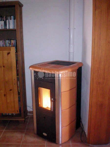 Estufa de pellets instalada en vivienda en mallorca modelo - Estufas de pellets para pisos ...
