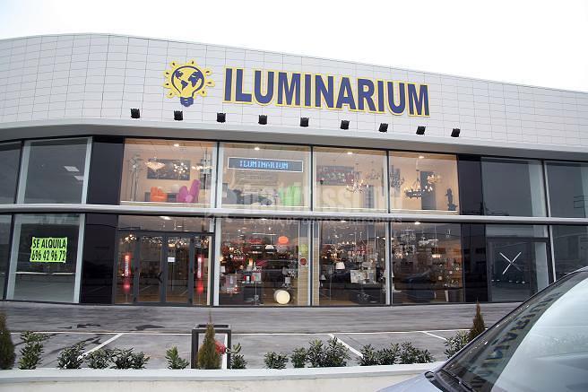 Habilitación y licencia de actividad de nave comercial dedicada a tienda de iluminación en Logroño