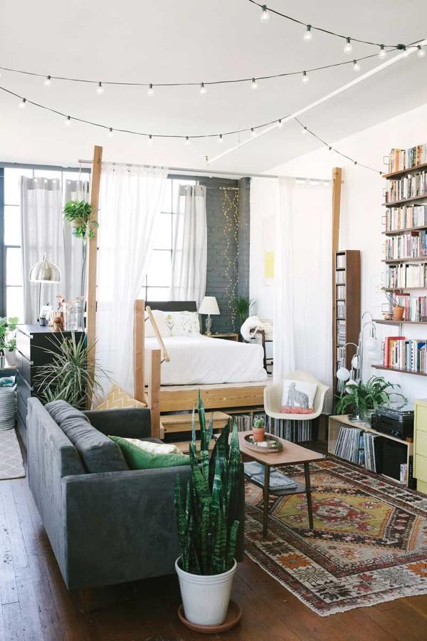 Estudio con dormitorio con cortinas