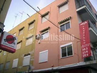 Rehabilitación y pintura de fachada forma de 'L'