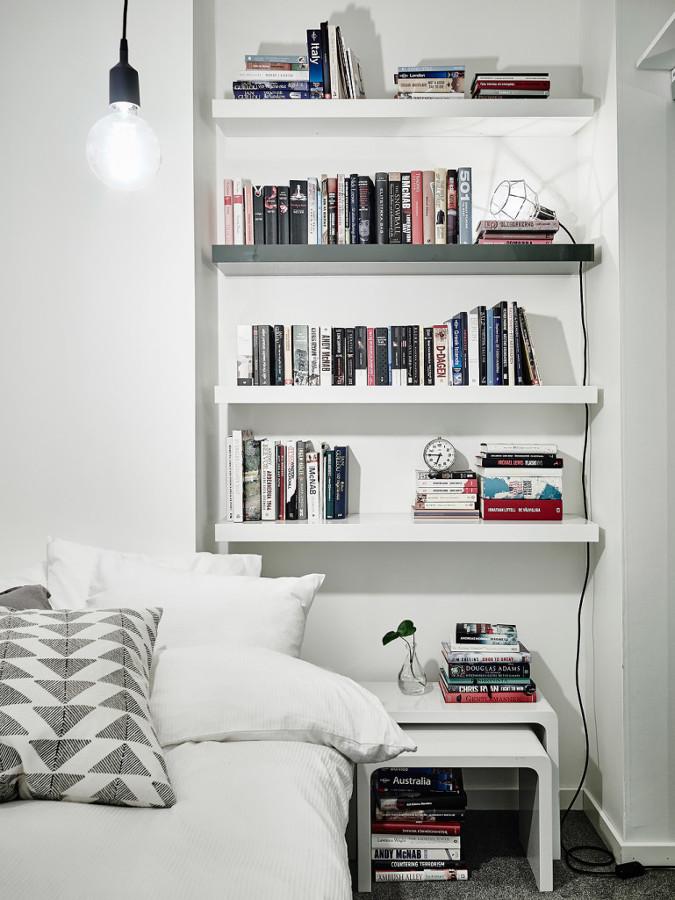 estantería en dormitorio