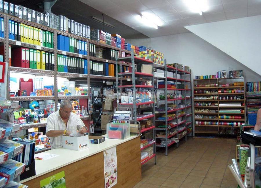 Reforma integral de la papelería Pedra paper tisora