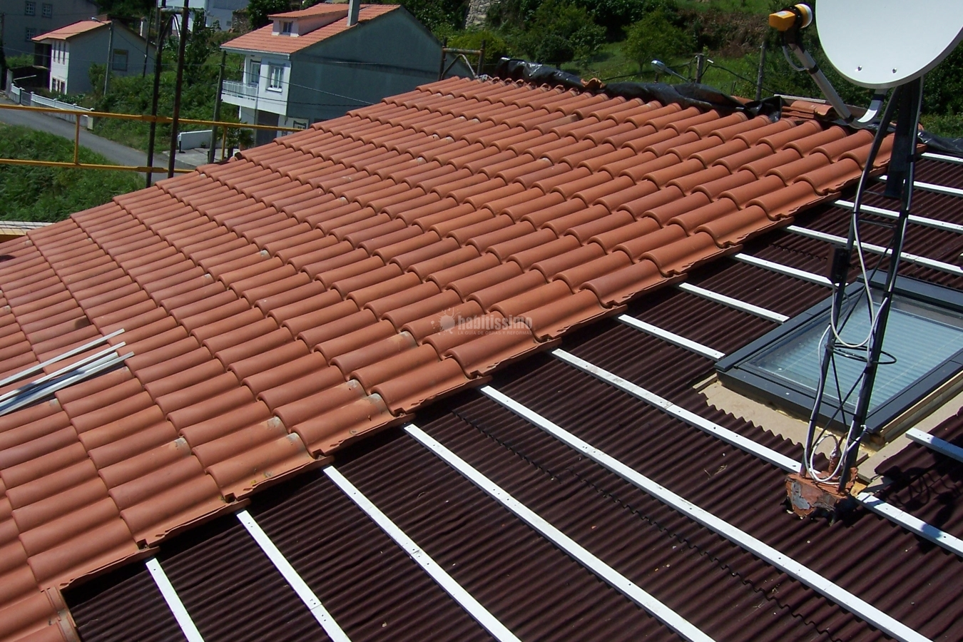 Tejado onduline y teja ideas reformas viviendas for Tejado madera onduline