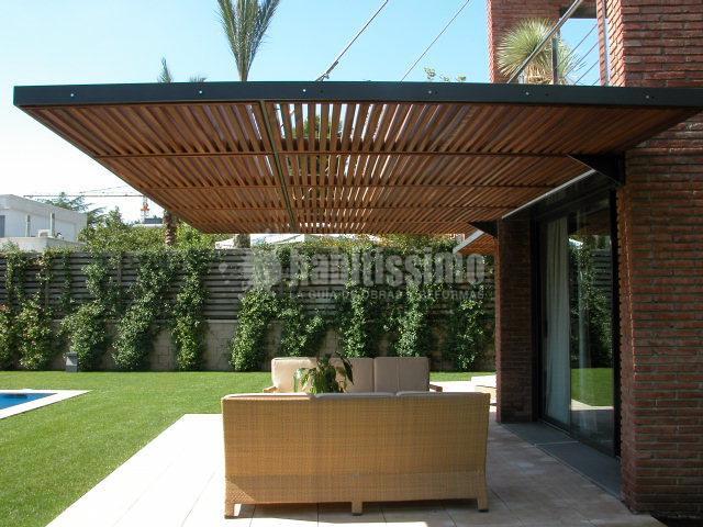 Foto p rgolas para protecci n solar en una vivienda aislada en pedralbes barcelona de montse - Pergolas minimalistas ...