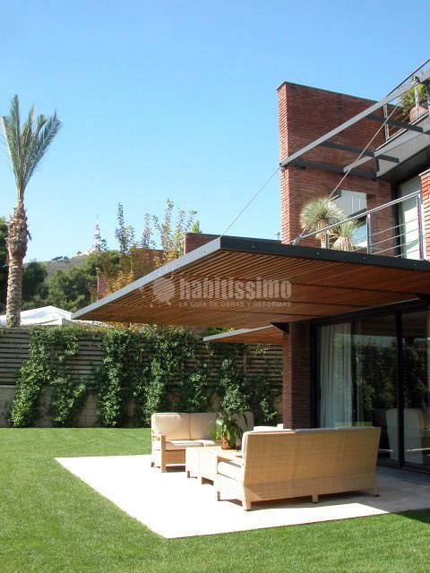 Pérgolas para protección solar en una vivienda aislada en Pedralbes, Barcelona.