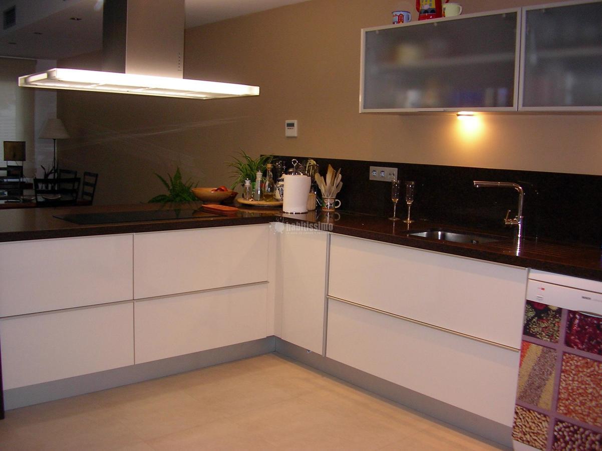 Foto cocina abierta al salon de antonio burgos dise o for Diseno de cocina abierta