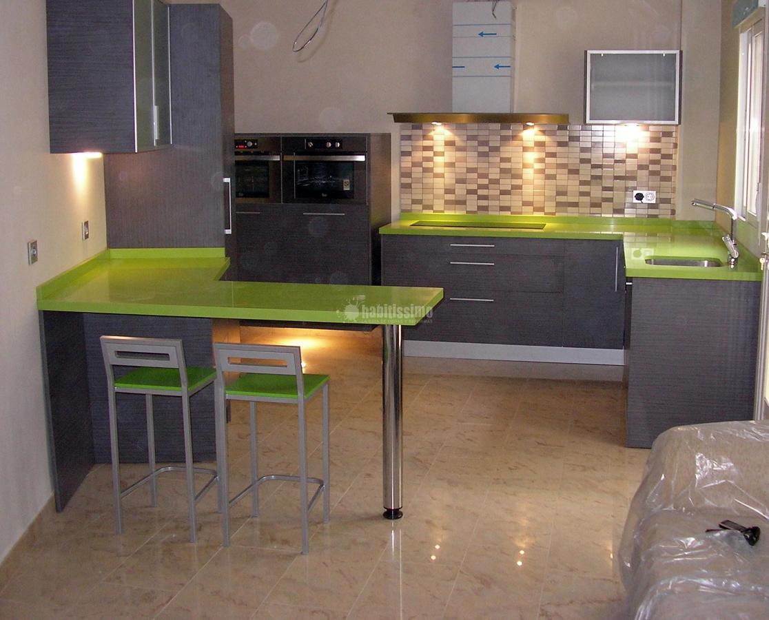 Cocina roble ceniza silestone fun ideas muebles - Barra cocina silestone ...