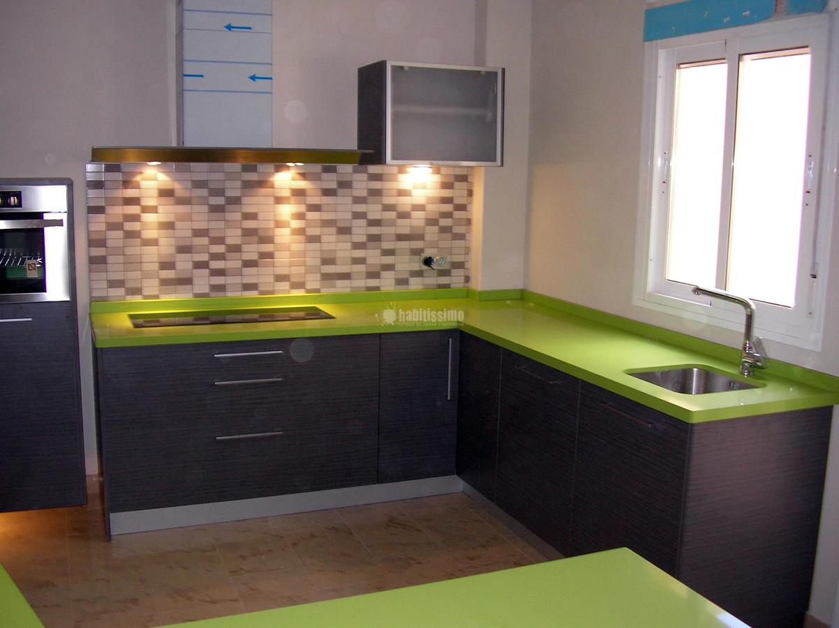 Cocina roble ceniza silestone fun ideas muebles for Cocina encimera verde